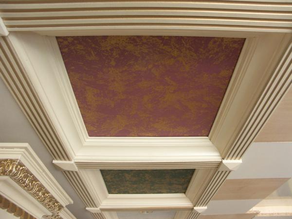 Декоративная штукатурка на потолке: венецианка